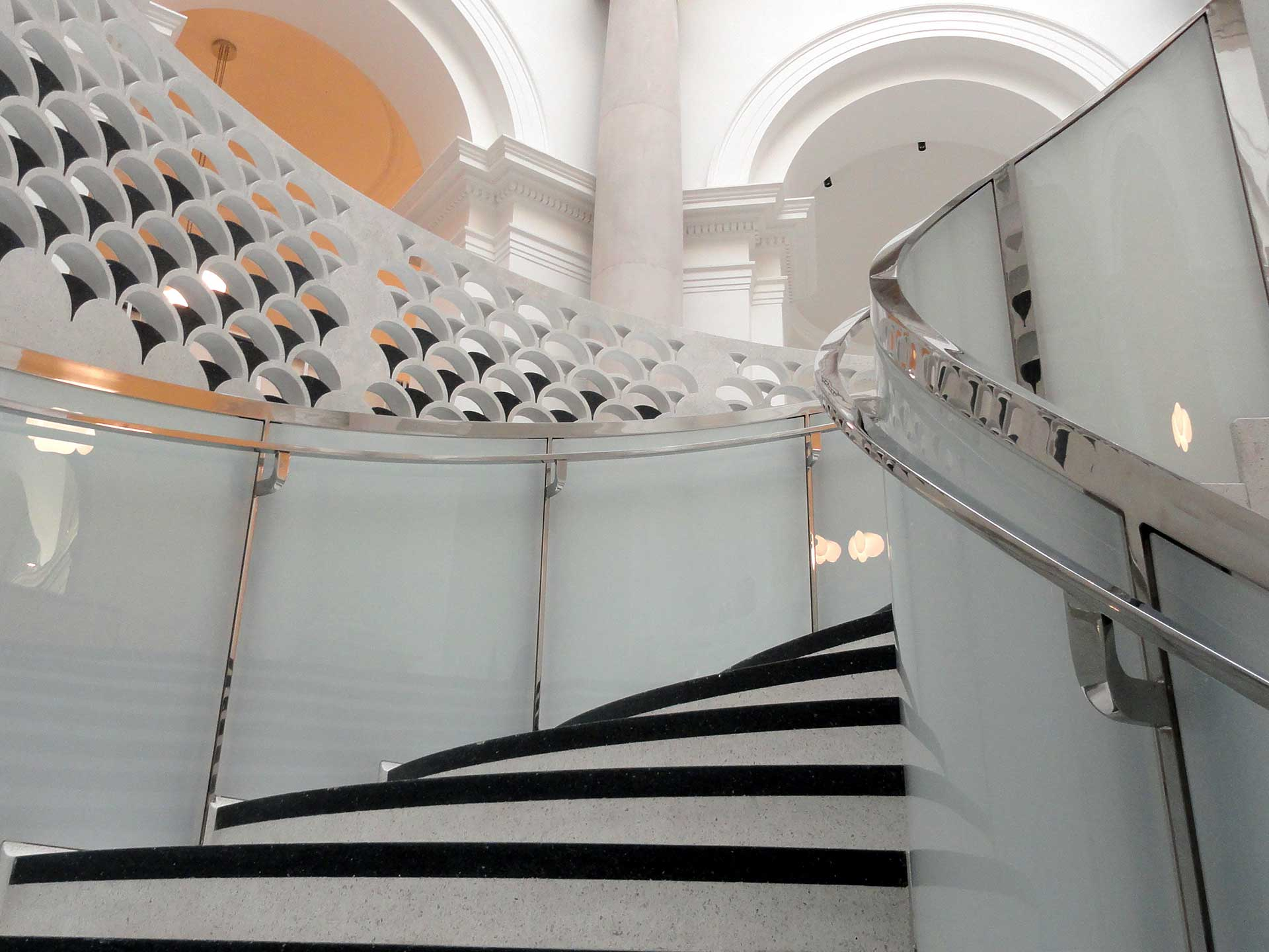 Rotunda Spiral Glass Balustrade, Tate Britain London