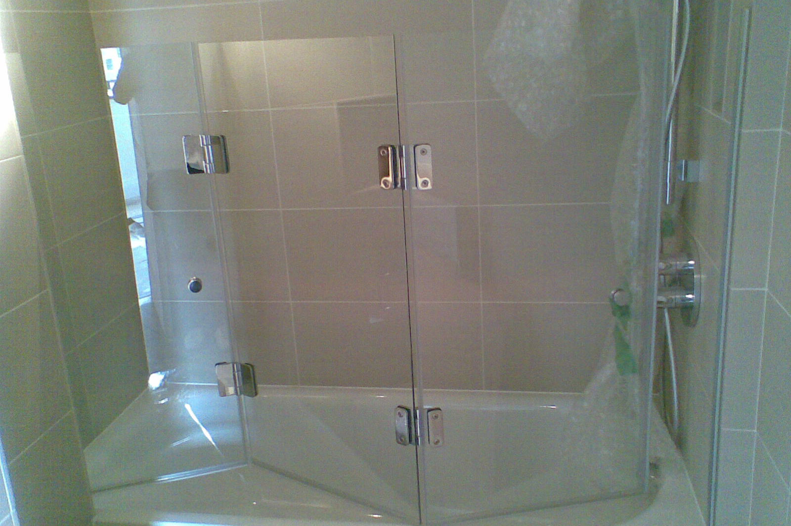 Bespoke Tri-Fold Frameless Bath Screen