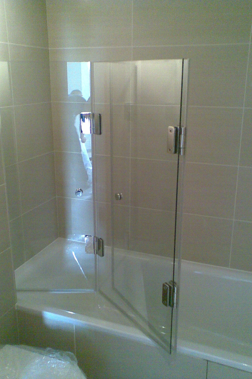 Frameless Tri-Folding Bath Screen