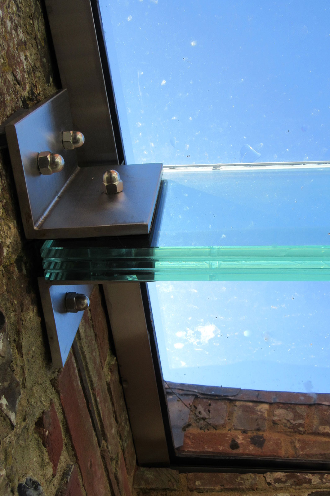 Triple Laminate Glass Beams to Glass Link Way