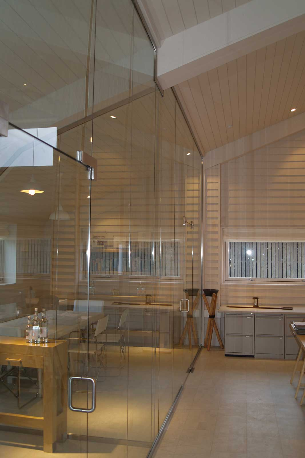 Bespoke Glass Meeting Rooms with Frameless Glass Door