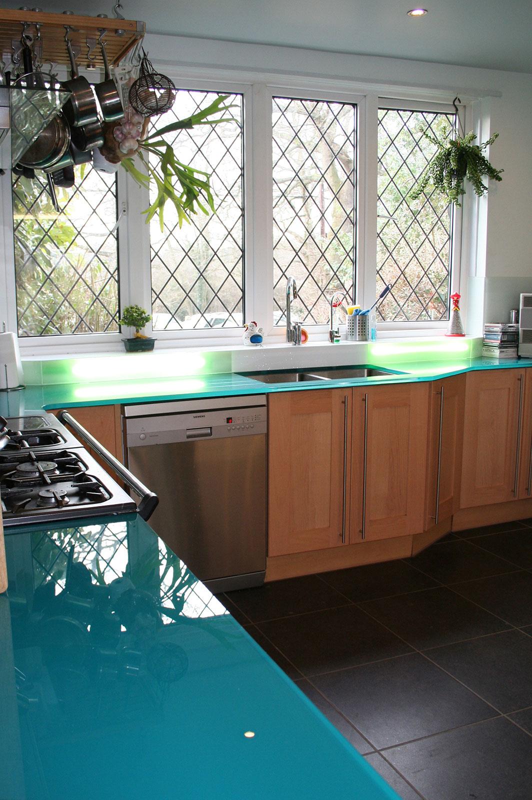 Bespoke Coloured Glass Worktops and Splashbacks