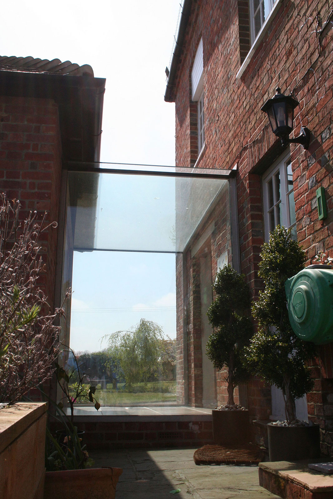 Frameless Glass Link Joining Two Buildings