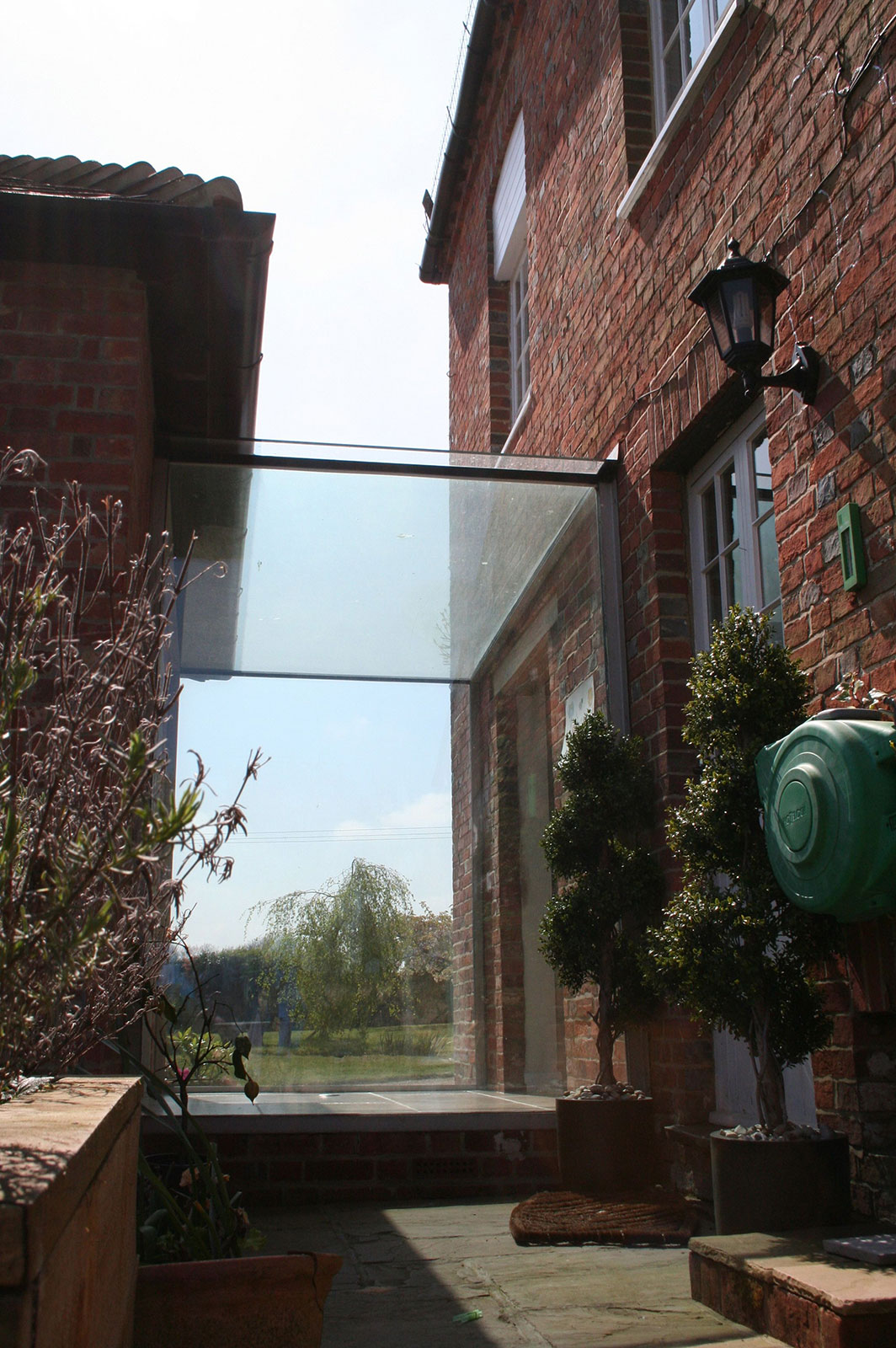 Bespoke Glass linkway between Oast House and New Extension