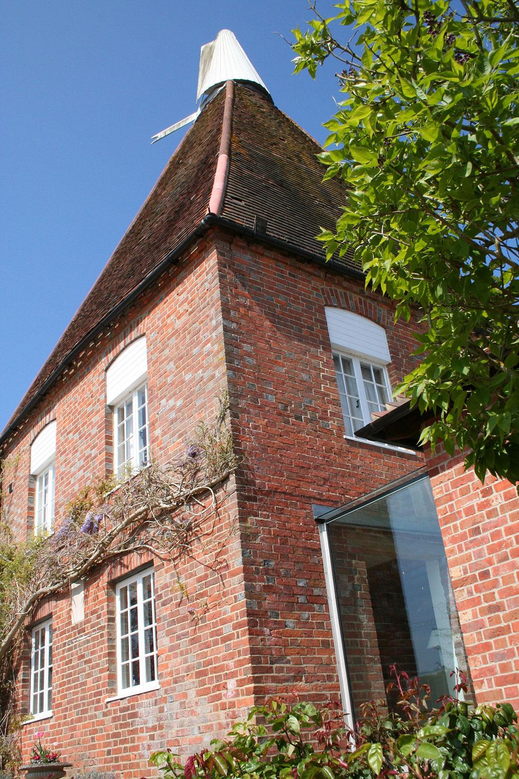 Frameless Glass Linkway to Oast House, Kent