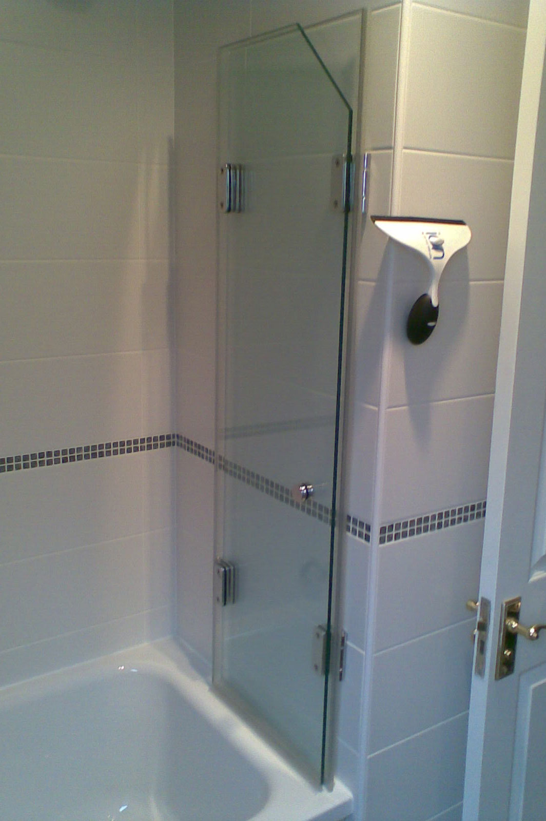 Bespoke Bath Screen with Shaped Glass