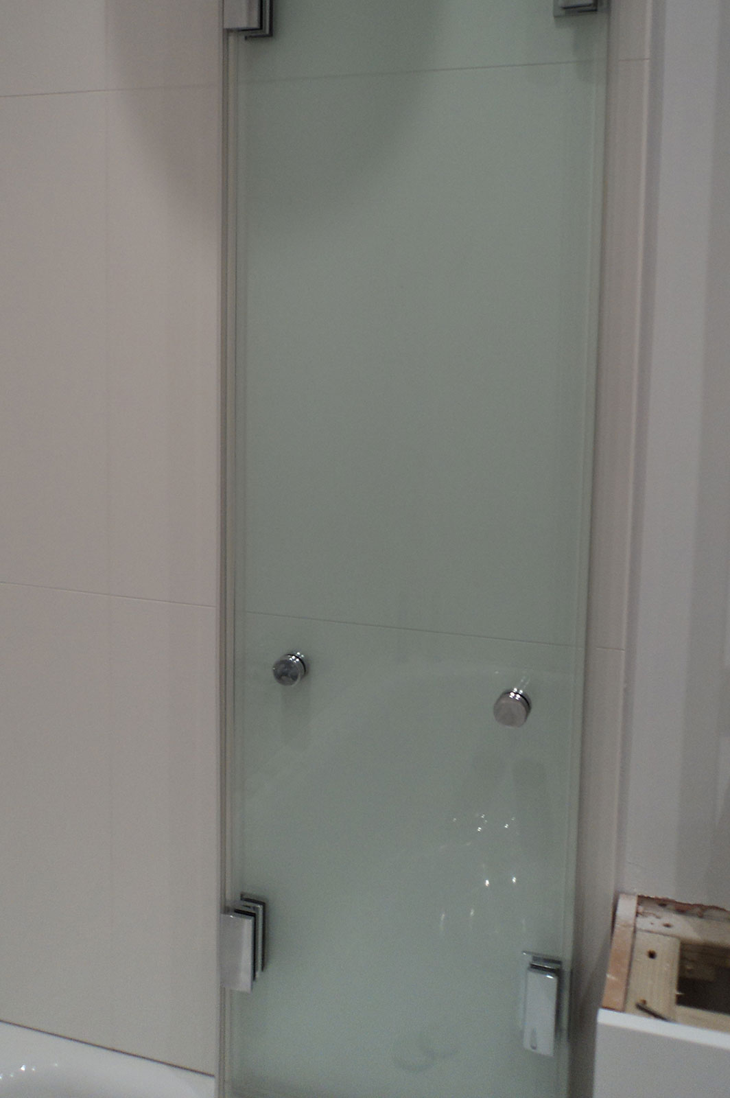 Custom Frameless Glass Bath Screen Folded Flat