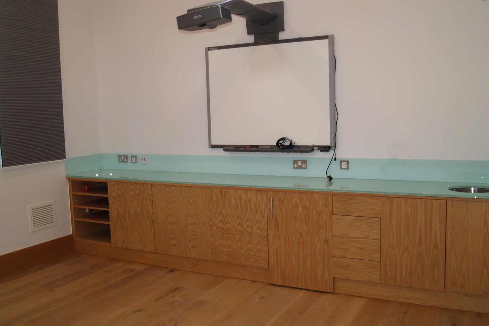 Custom Coloured Glass Worktops & Splashbacks