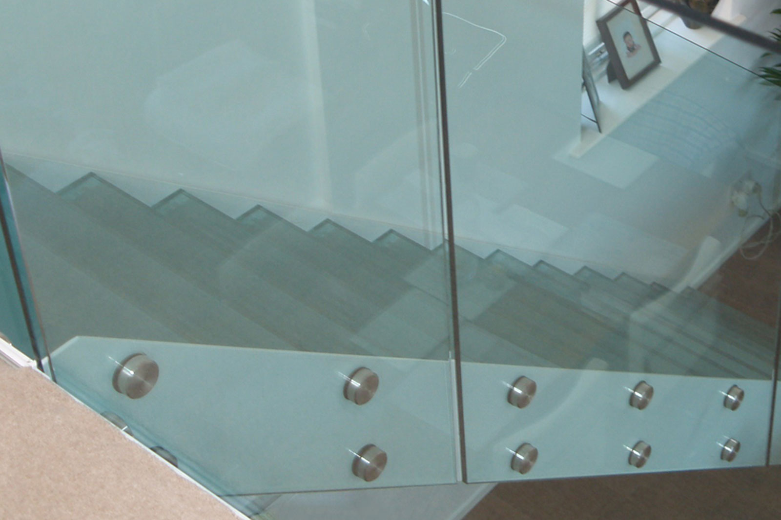 Frameless Glass Staircase with Glass Steps