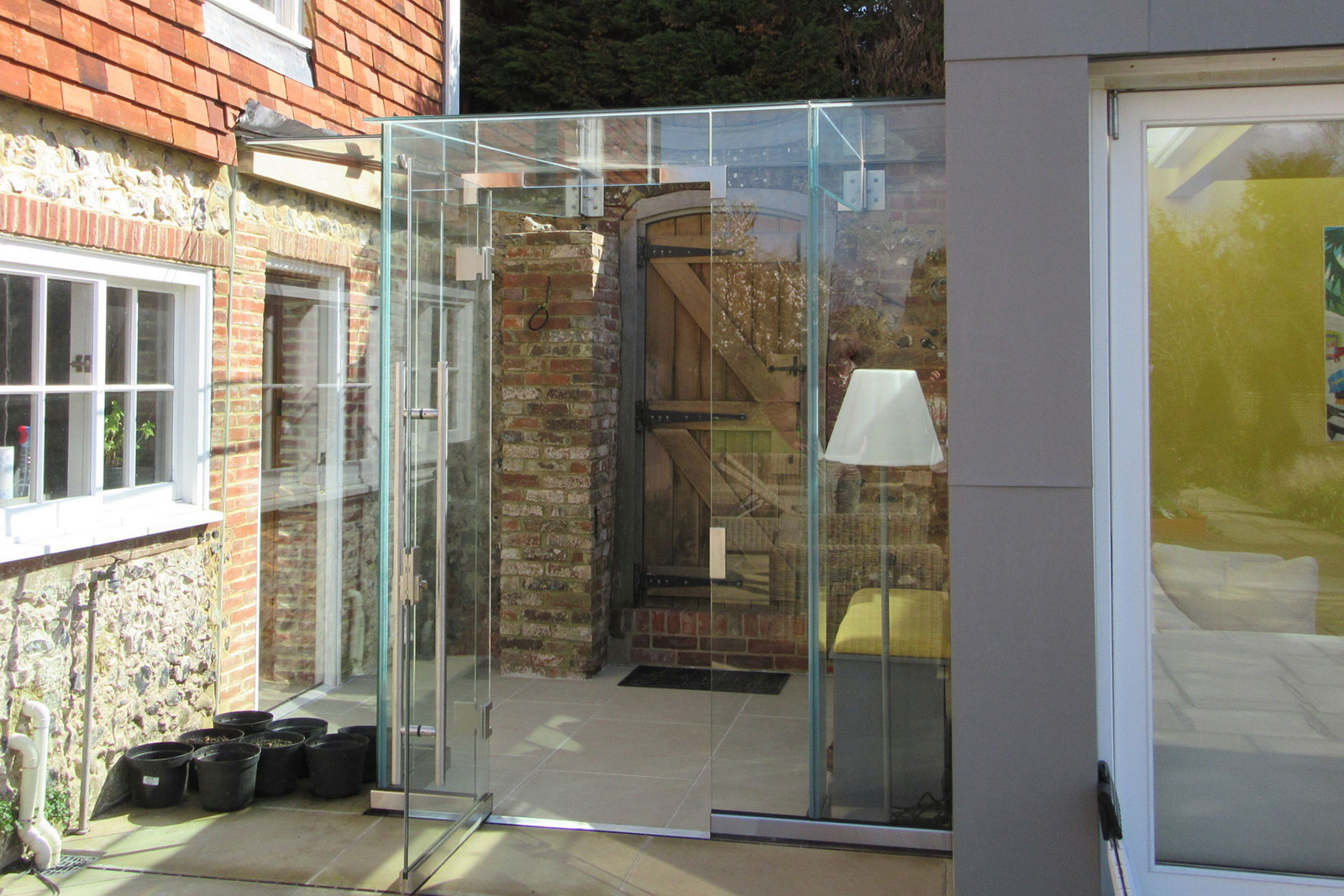 Use Structural Glass To Link Old Buildings With A New