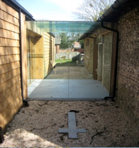 Frameless Glazed Link between Main Church and Hall