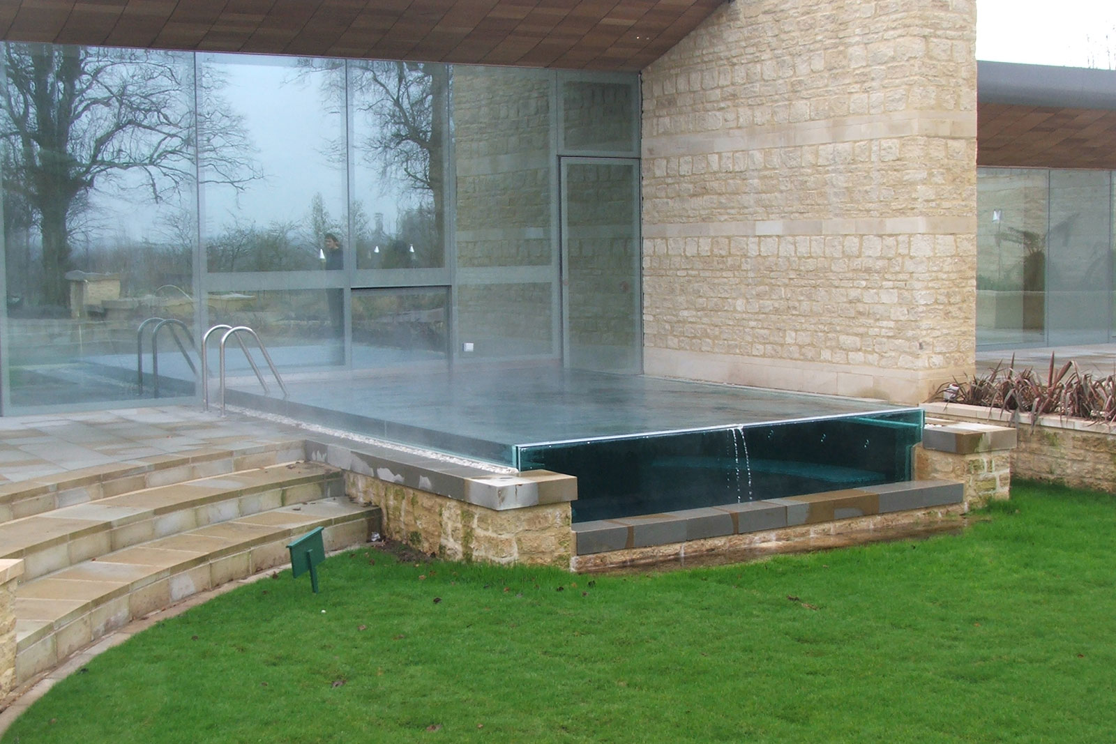 Bespoke Glass Swimming Pool Vision Panel
