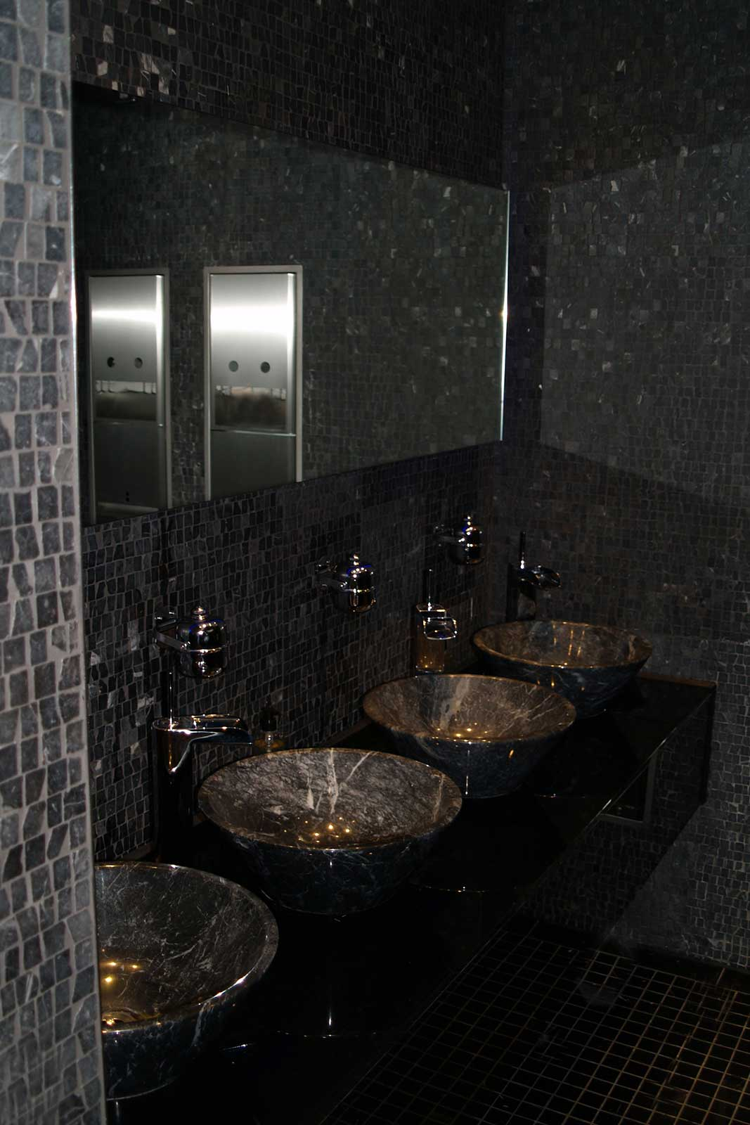 Black Glass Washroom Washstands, 02 Arena