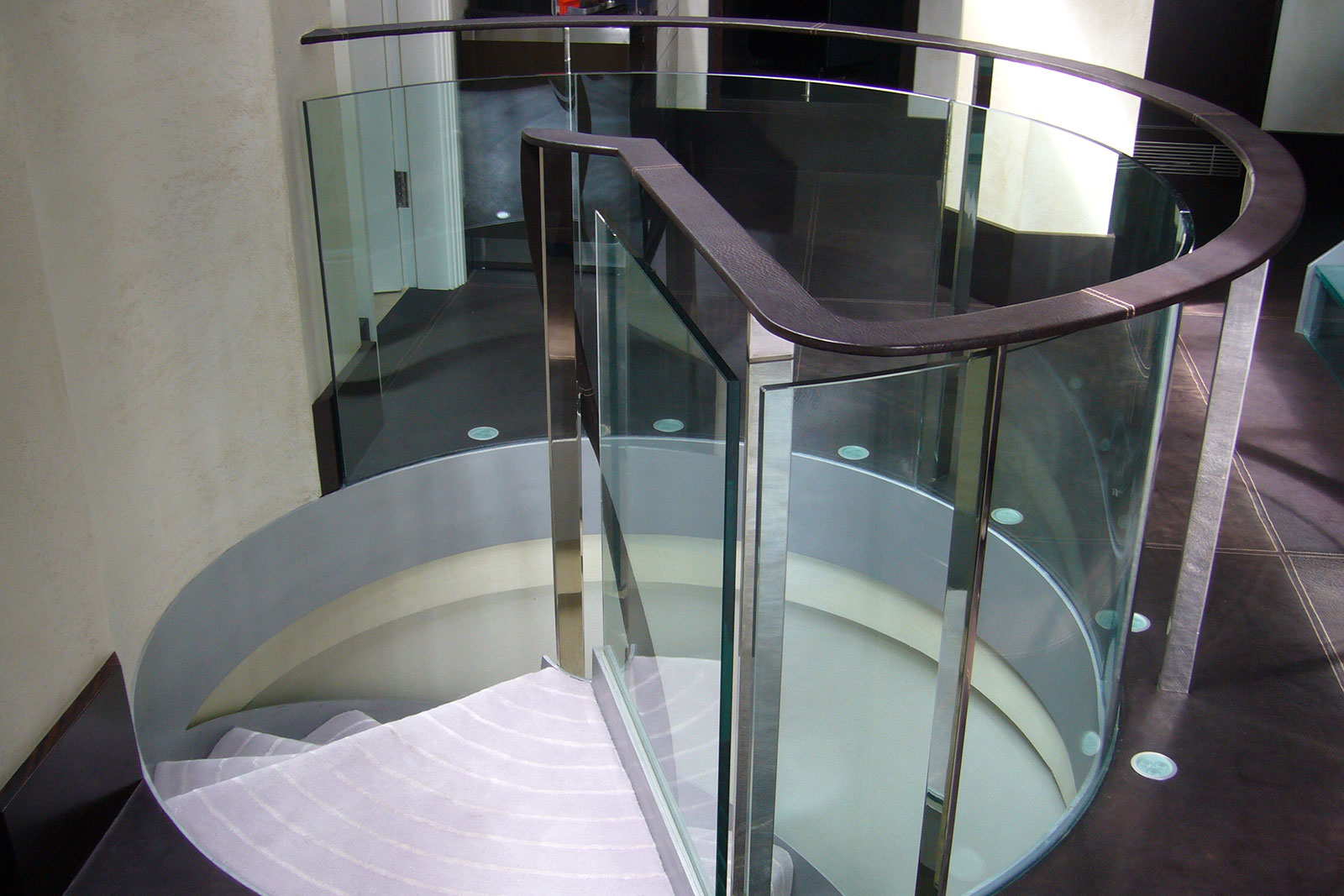 Radius Detail of Curved Glass Balustrade