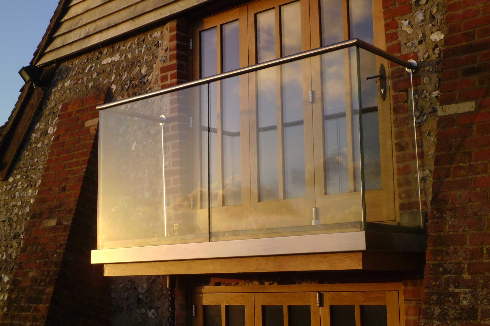 Channel Set External Glass Balustrade Balcony