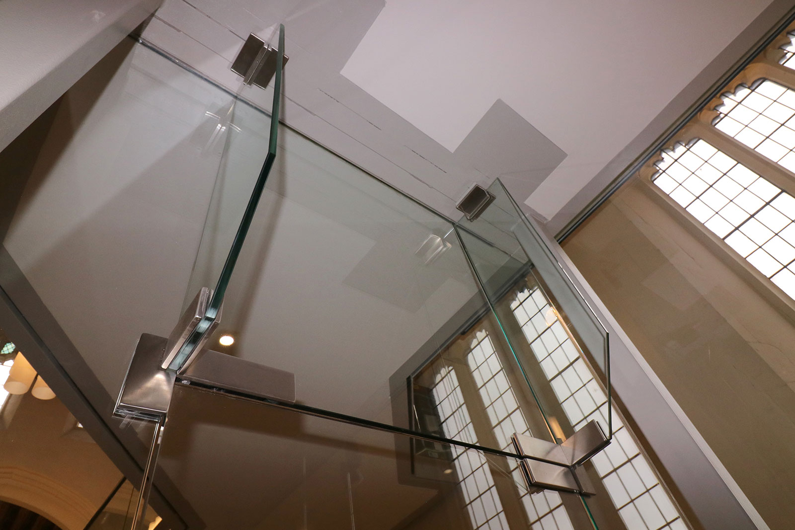 Structural Glass Fins to Glass Screen