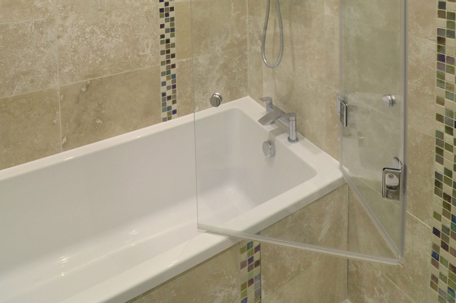 Custom Frameless Folding Bath Screen