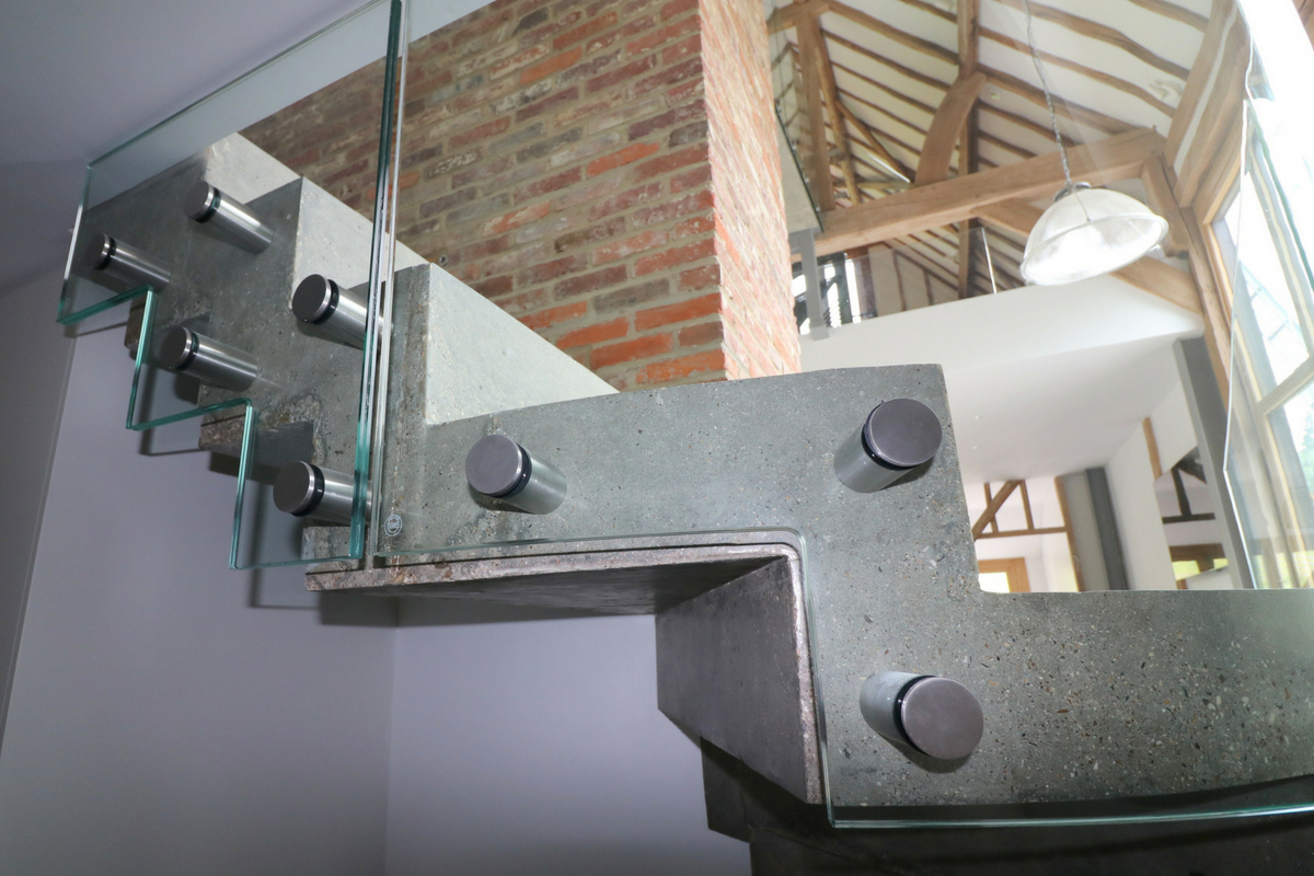 Bolted Glass Balustrade To Curved Stairs