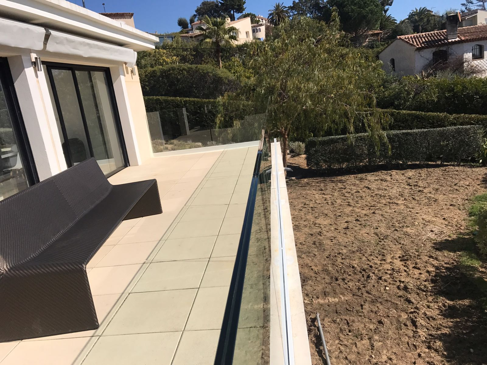 External glass balustrade to veranda