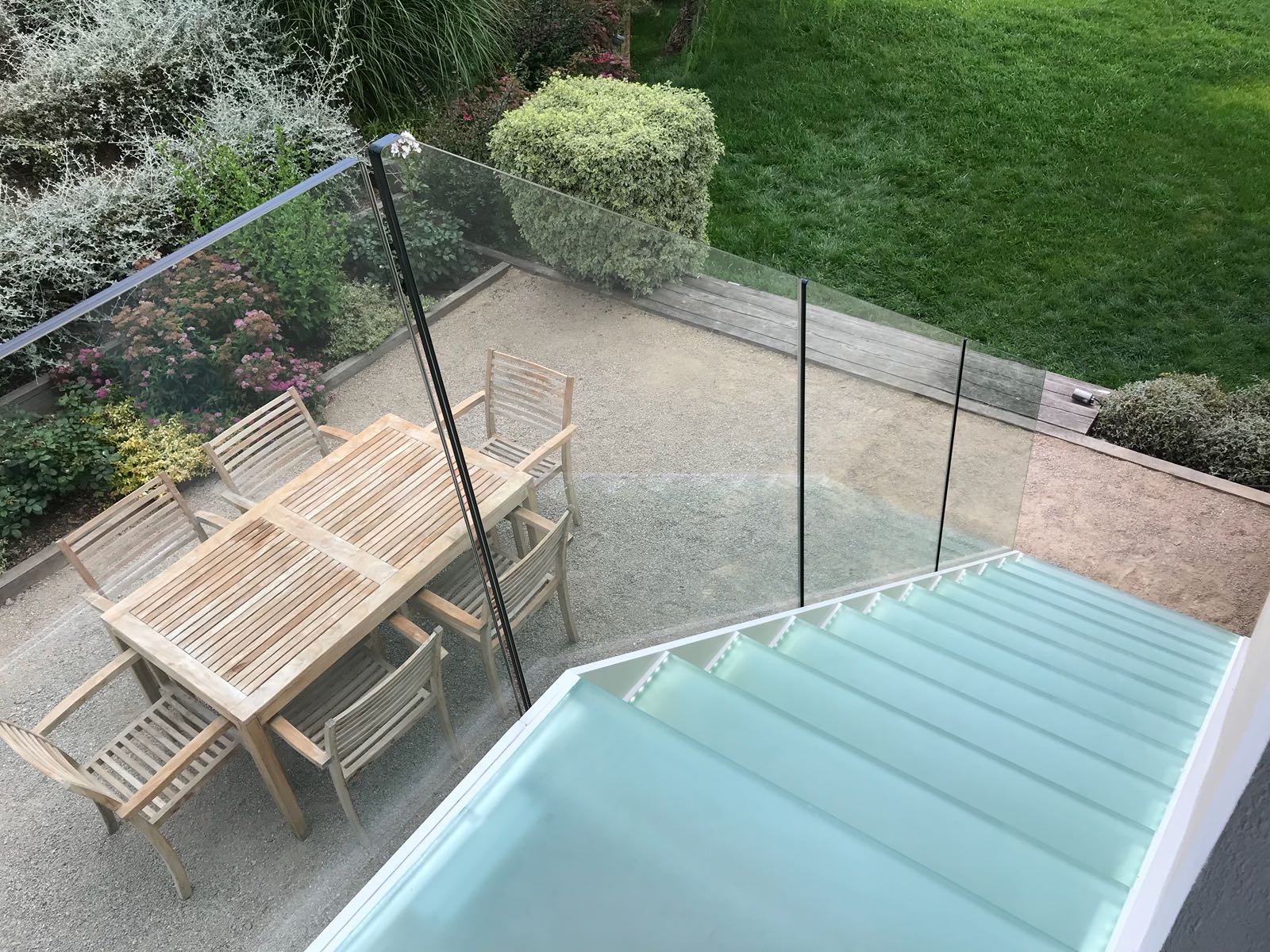 External glass staircase with frameless balustrade