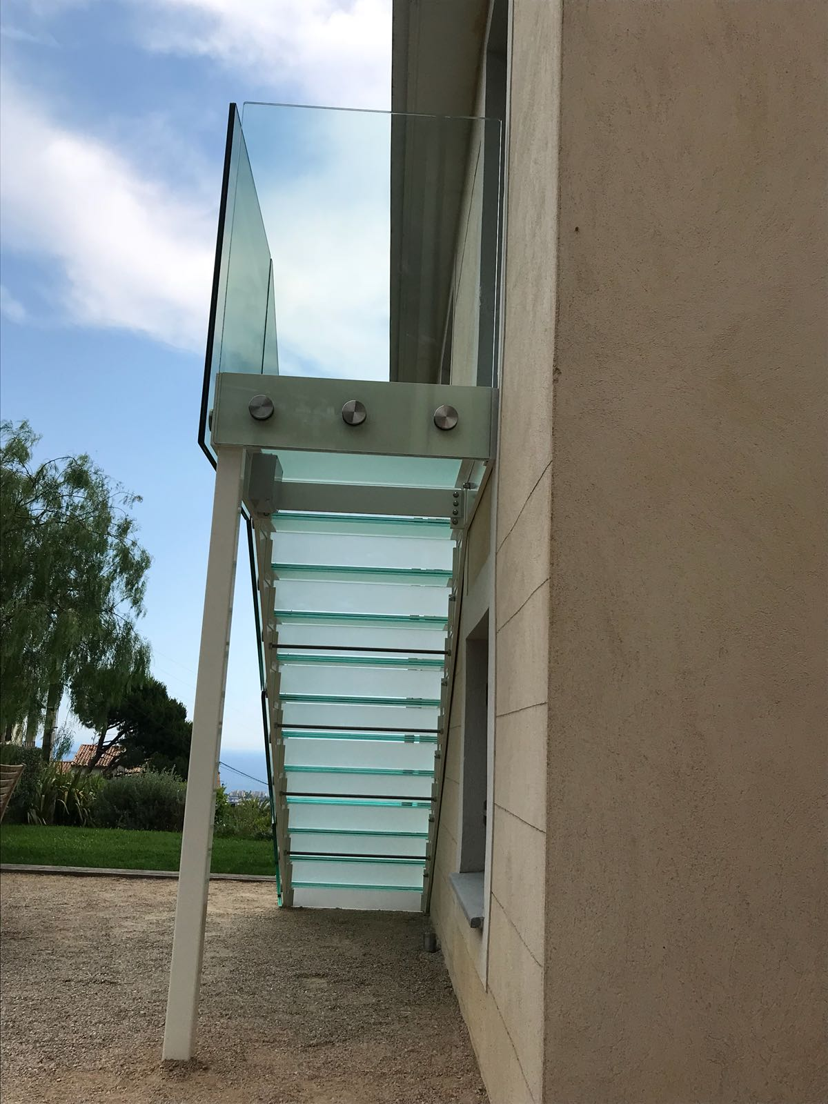 Glass stair treads for staircase with custom lighting