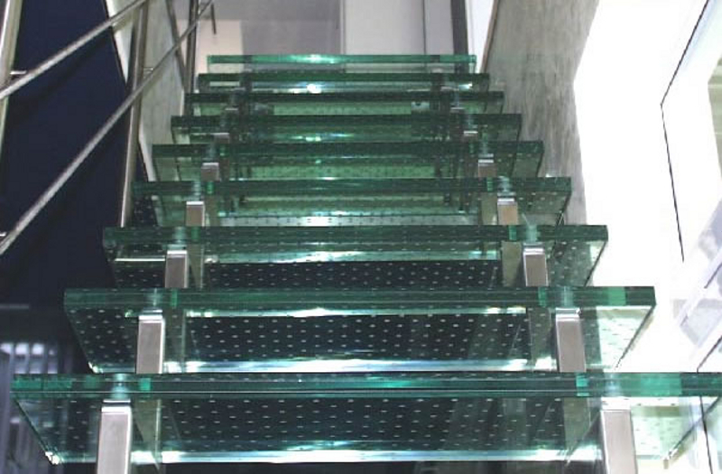 glass-staircase-with-sandblasted-grip-f