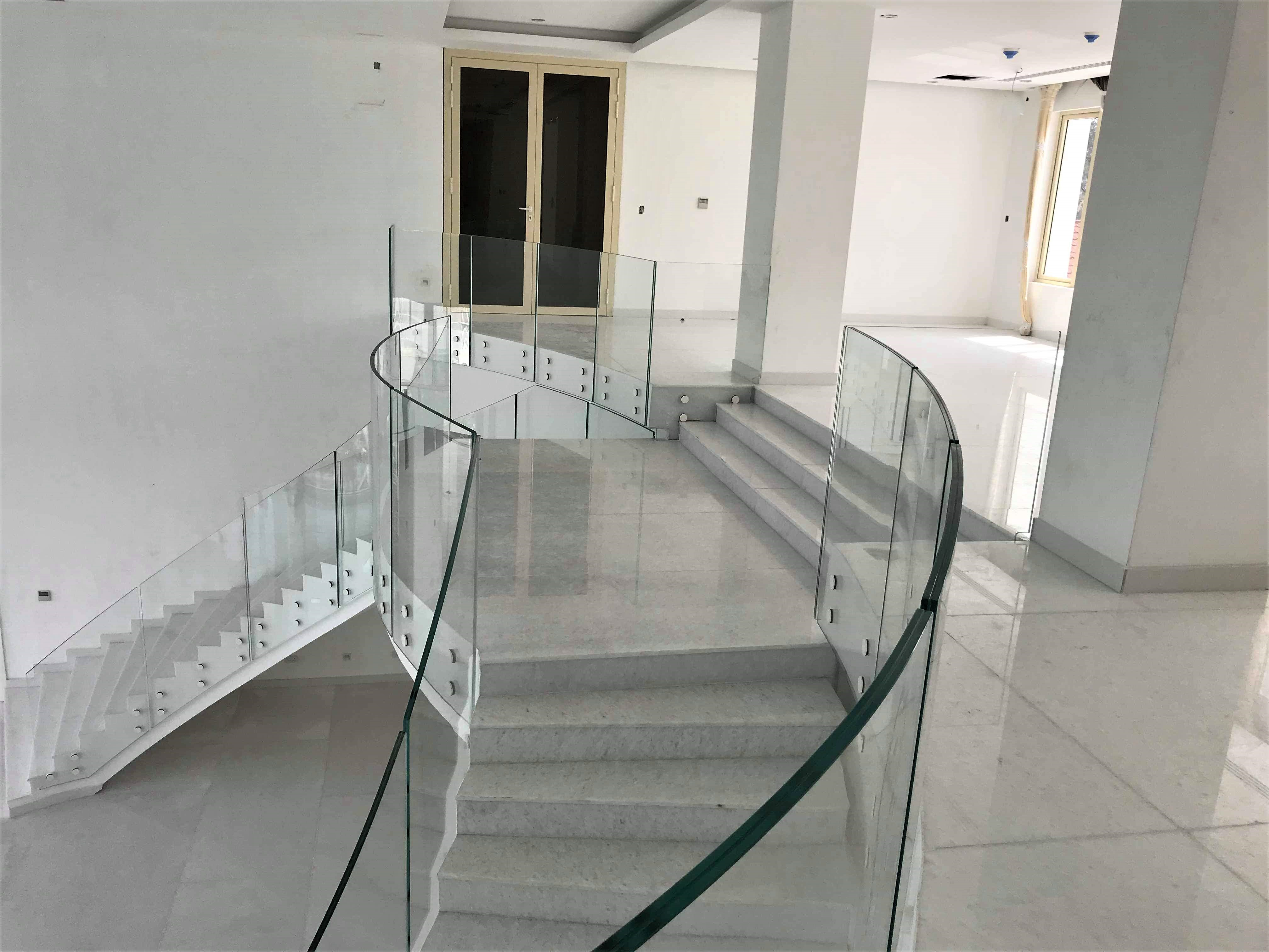 Curved glass mezzanine floor balustrade