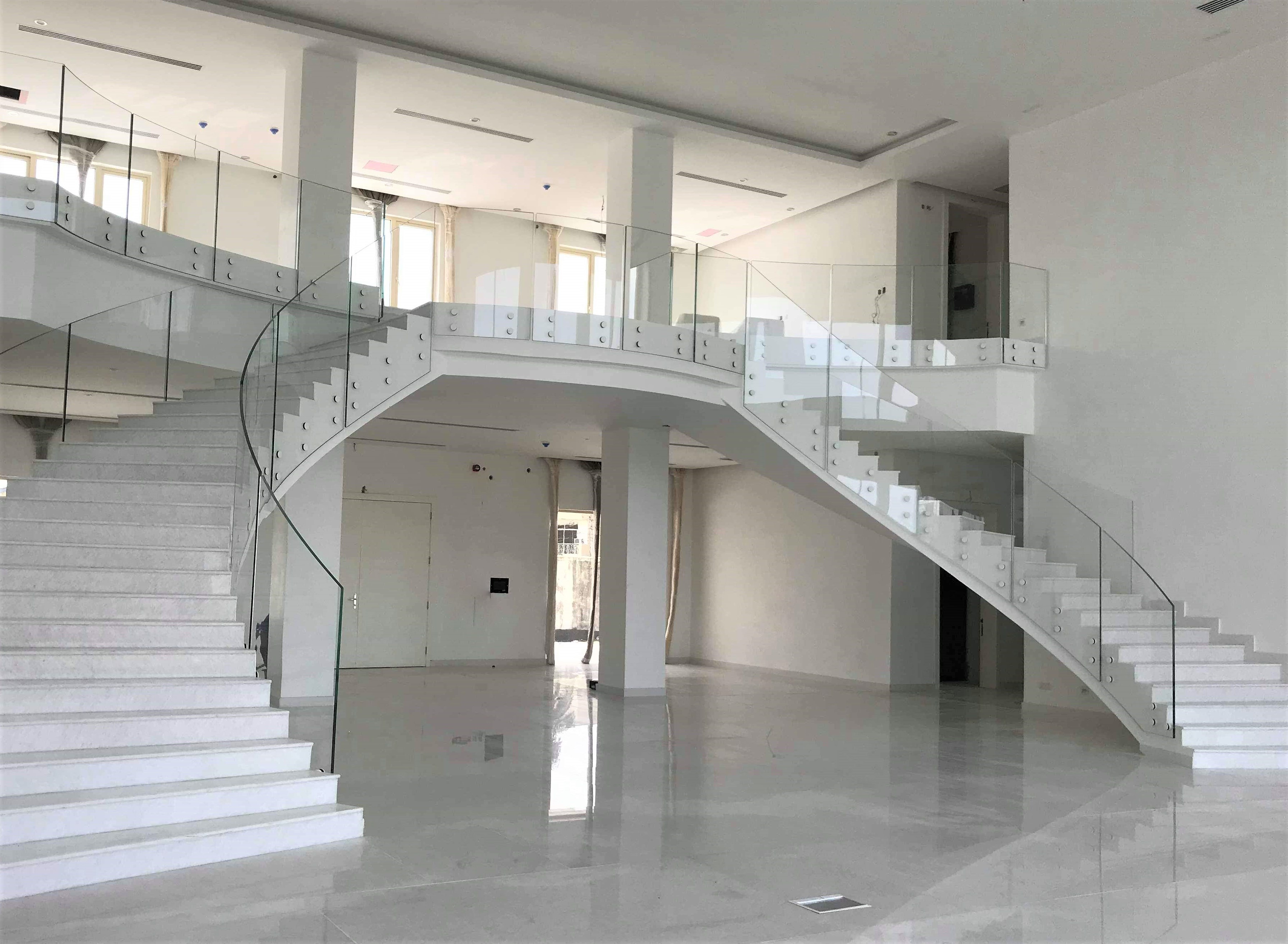 Frameless curved glass balustrade to stairs and landing