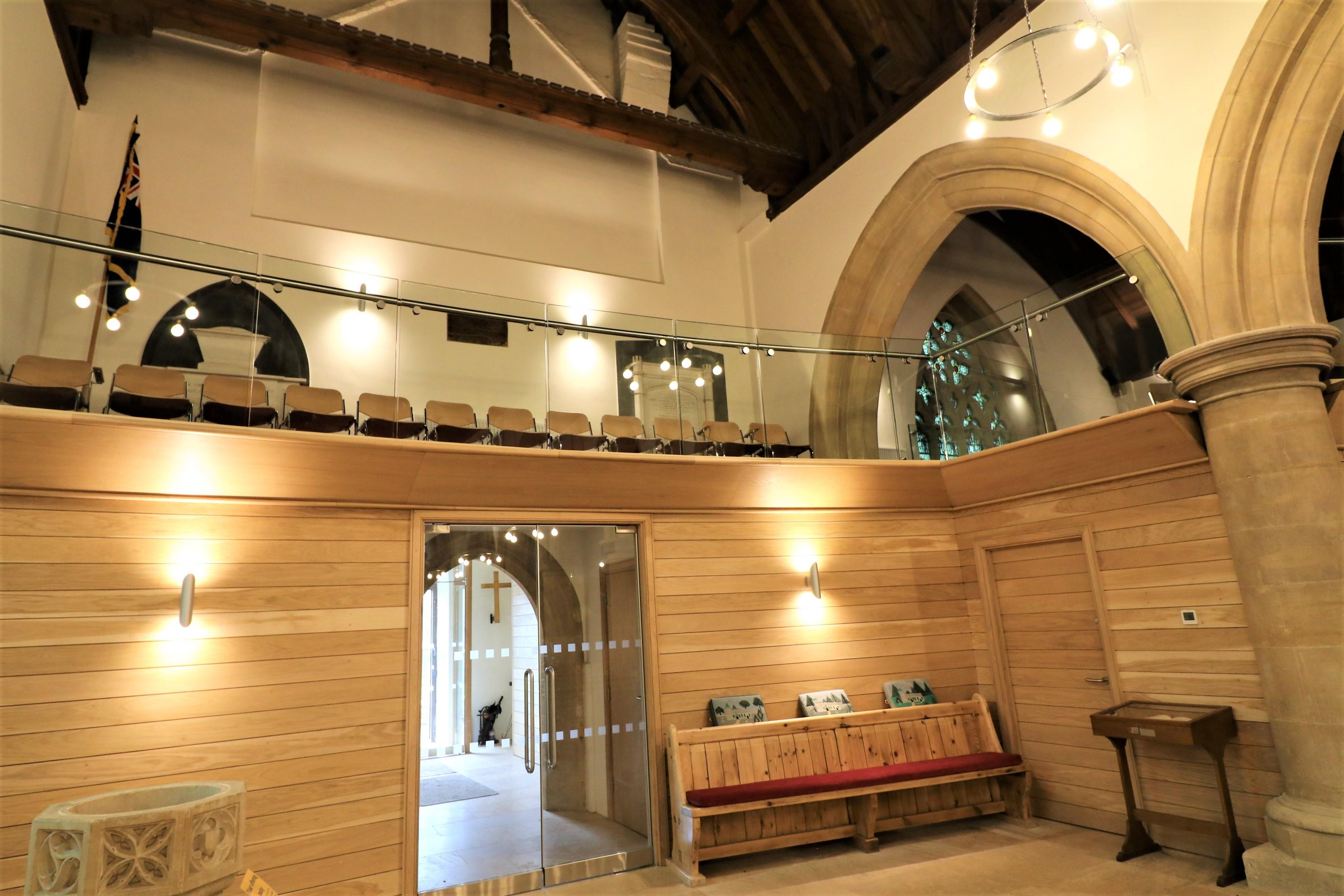frameless-glass-balustrade-to-mezzanine-gallery-st-lawrence-church