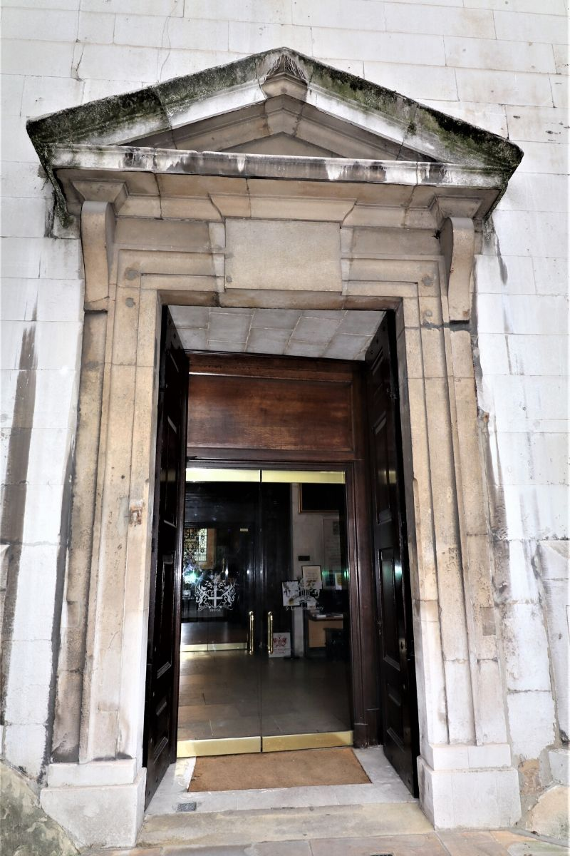 Frameless glass doors to 900 year old church St Lawrence