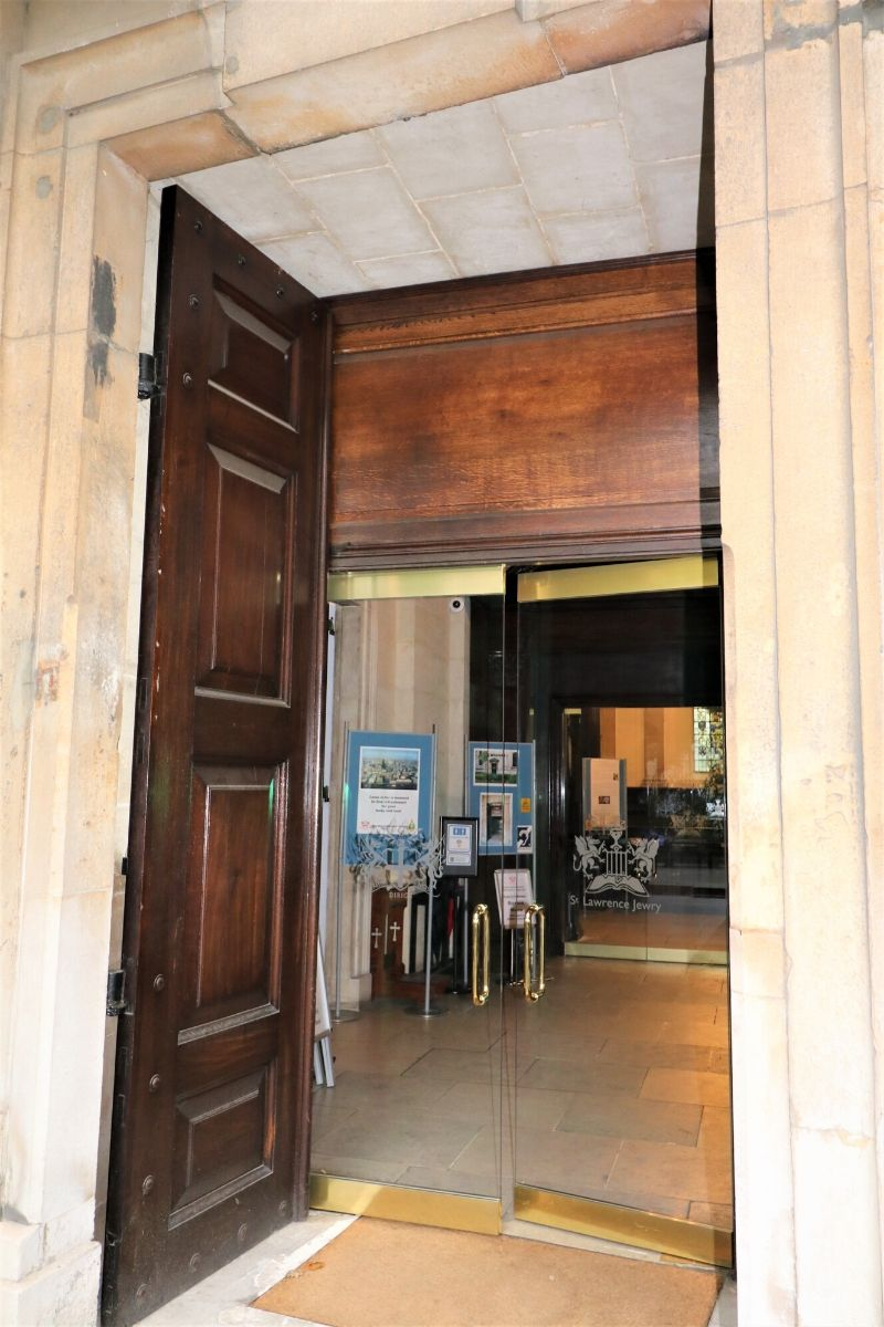 Frameless glass doors to heritage building St Lawrence Jewry