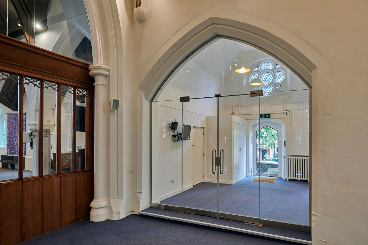 Double frameless glass doors built in to arched screen, St Mary Church