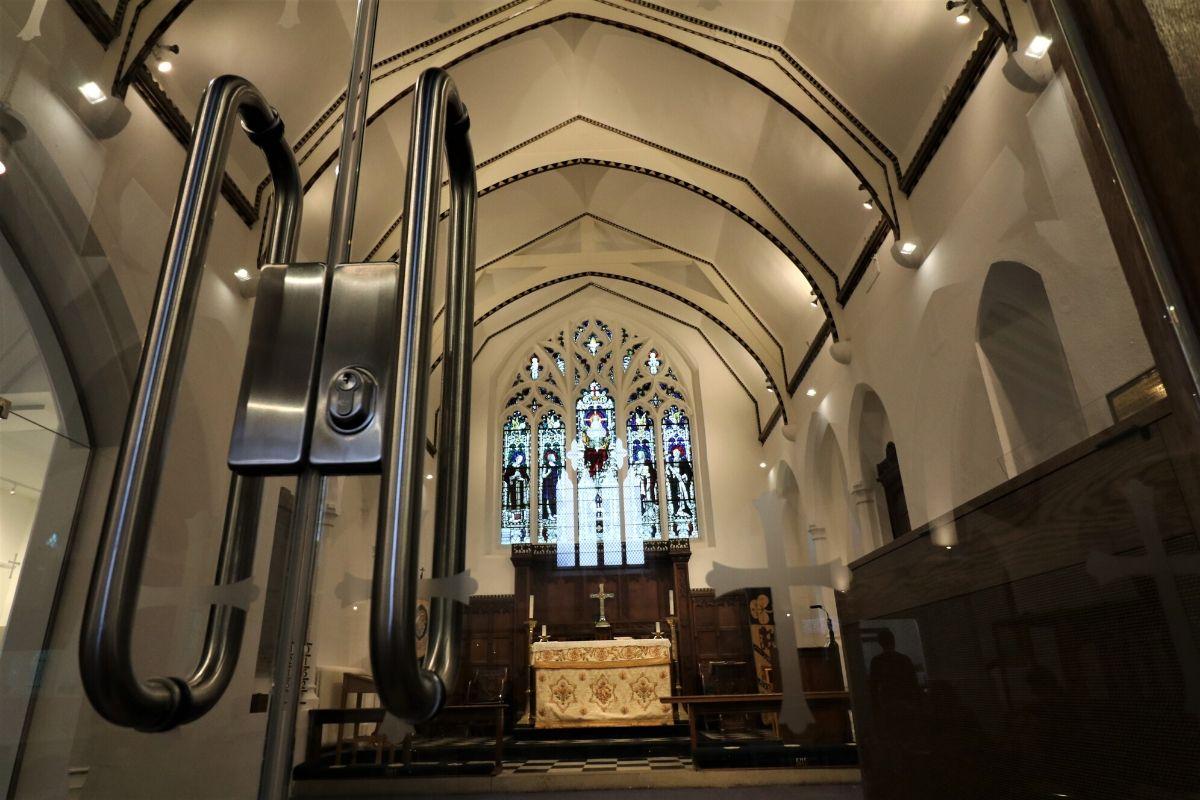 Frameless glass doors and bepoke handles to vestry, St Mary Church